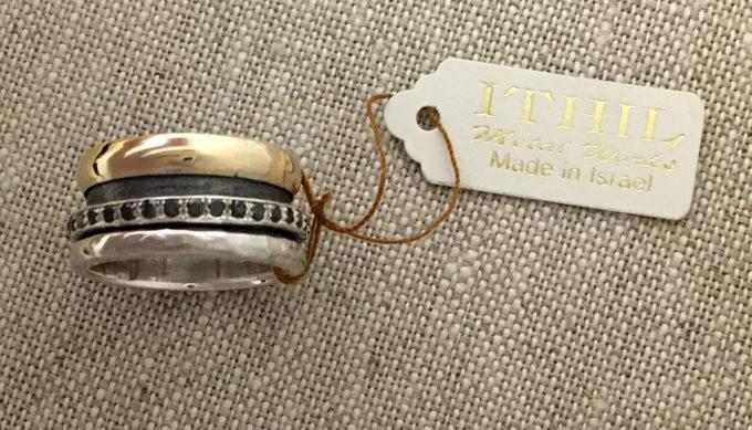 Black diamonds spinner ring from Ithil