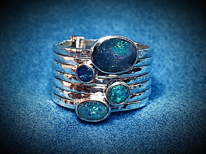 Hammered Bands Ring With Opal